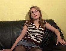 16438 - Une blonde novice dévoile sa passion pour le sexe pendant un casting
