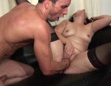 16484 - Deux belles salopes brunes pour une orgie de folie