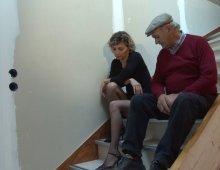 16706 - Papy démonte une blonde fine dans un canapé