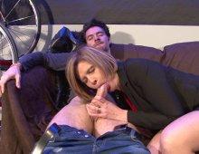 16726 - Cougar en manque se fait démonter le cul dans un canapé