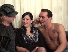 16910 - Femme super conne mais kiffe la baise à trois