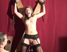 16960 - Maitresse dominatrice attache une petite salope