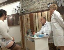 17130 - Gynecologie perverse entre des femmes et un mec