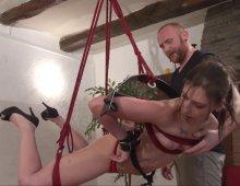 17292 - Une femme soumise découvre le bondage