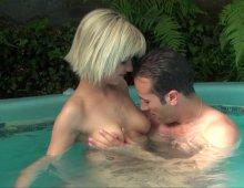 17338 - Une baise orgasmique dans le jacuzzi