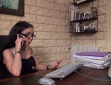 17424 - Une secrétaire coquine se fait un 5 à 7
