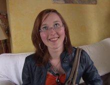 18146 - Femme à lunettes sur prend une éjac sur la chatte