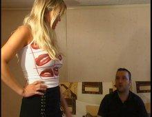 18714 - Une femme blonde à gros obus dans un porno à 3