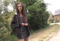 20955 1 210x142 - Une jeune femme découvre la joie du plaisir anal