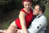 21039 1 210x142 - Une jeune femme nue dans les bois