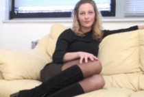 24232 210x142 - Margaux chaude blonde limée dans un casting X