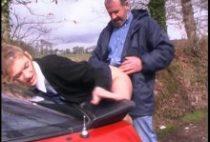 24238 210x142 - Etudiante limée sur le capot d'une voiture