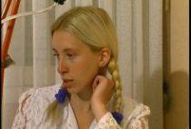 24250 210x142 - Une blondinette montre son cul à son prof