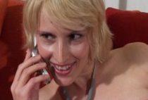 24300 210x142 - Infirmière jouit au téléphone pendant sa pause