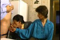 24500 210x142 - Papy baise la femme de son pote avec lui