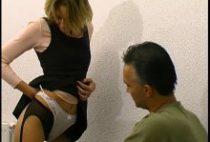 24514 210x142 - Une étudiante en tenue sexe sautée par le directeur