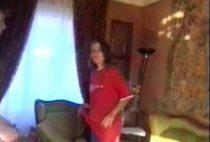 24590 210x142 - Jeune amatrice prise sur le canapé