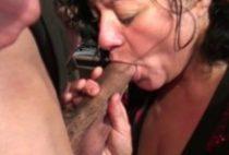 25164 210x142 - Mature fait une pipe à son mec devant une caméra