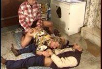 25210 210x142 - Les plombiers explosent les trous d'une blonde