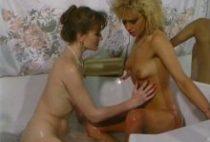25743 210x142 - Lesbiennes se bouffent la chatte dans la baignoire