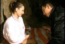 25881 210x142 - Papy interrompt un couple qui baise dans le foin