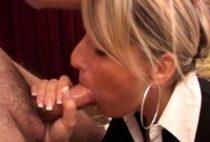 26185 210x142 - Une chaude blonde suceuse se fait harponner