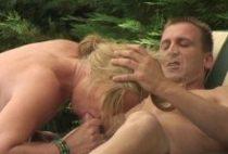 26579 210x142 - Sodomie en pleine forêt pour cette blonde