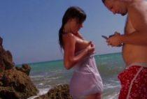 26693 210x142 - Etudiante passe un casting X sur une plage