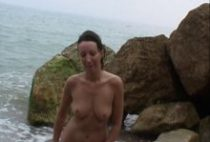 26723 210x142 - Une débutante baisée à la plage pour un casting