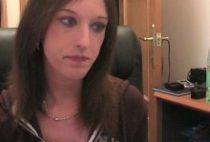 27025 210x142 - Secrétaire stagiaire et son patron baisent devant une webcam
