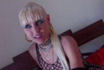 27123 210x142 - Blonde cochonne se déchaîne dans ce casting X français