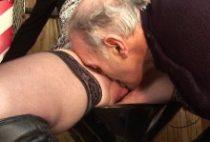 27125 210x142 - Sexe à trois dans le garage d'un grand-père