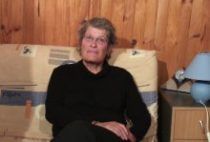 27129 210x142 - Une grand-mère s'initie au porno