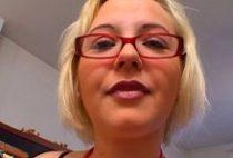 27163 210x142 - Un adepte du sexe hardcore s'offre une blonde française