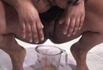 27347 210x142 - Il éjacule et urine sur les gros nibards d'une black