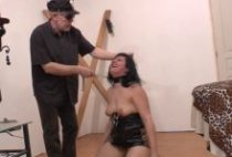 27549 210x142 - Une esclave française se fait crucifier