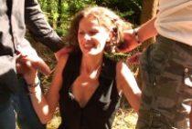 27617 210x142 - Une femme cochonne qui adore les partouzes dans la nature