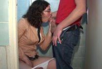 27869 210x142 - Etudiante chaude se fait sauter dans les WC