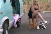 27885 210x142 - Vieille salope tronchée dans une caravane