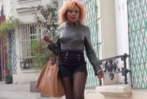 28061 210x142 - Naomie se filme en pleine baise avec un inconnu