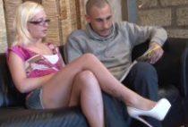 28351 210x142 - Une blondasse baise devant deux pervers