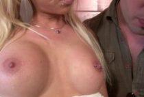 28367 210x142 - Une blondasse se fait piner sur un billard