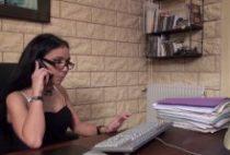 28409 210x142 - Gwenanie est une bonne secrétaire nympho