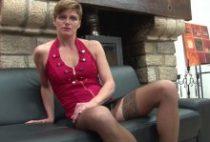 28537 210x142 - Clara mature chaudasse blonde préfère une jeune queue