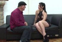 28637 210x142 - Sarah tourne un porno avec deux mecs