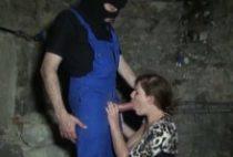 28675 210x142 - Phoebe se fait troncher dans une cave