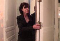 28691 210x142 - Joyce la Cougar enculée pour louer un appartement