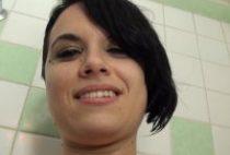28707 210x142 - Max défonce Tess dans la salle de bain