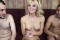 28789 210x142 - Ambre une Cougar blonde tronchée en trio