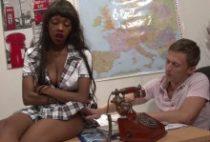 28933 210x142 - Jenny jeune étudiante black baise avec le directeur